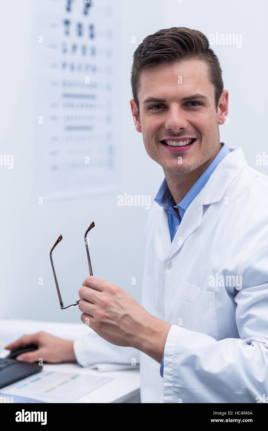 Optometrist working in ophthalmology clinic - Stock Image
