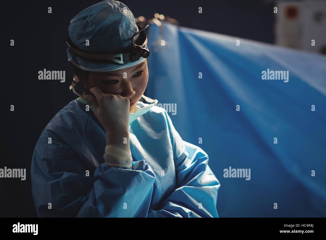 Female surgeon in operation room - Stock Image