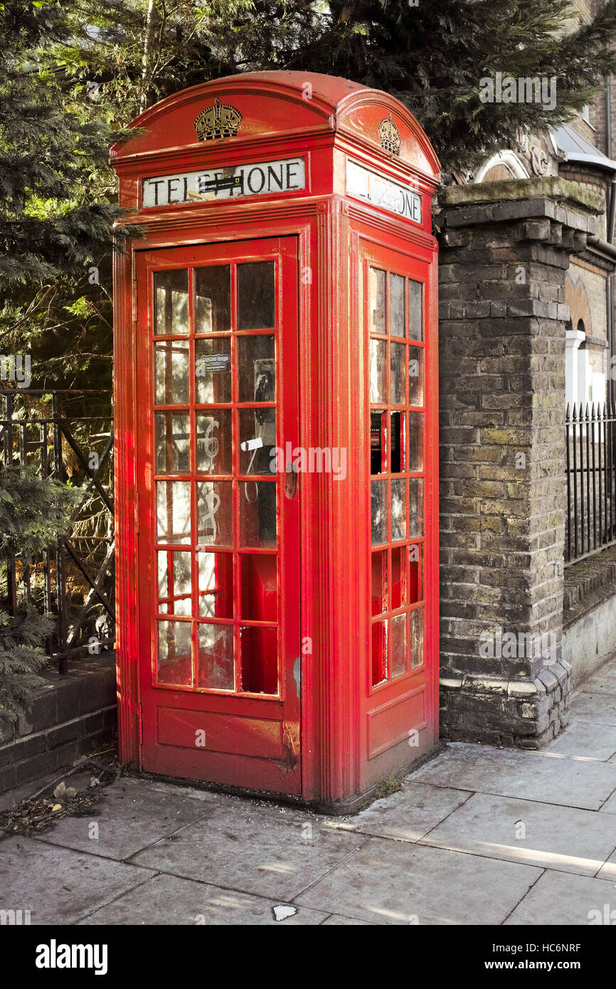K2 Telephone Kiosk designed by Sir Gilbert Scott 1924, has Grade II Listed by English Heritage, Prince of Wales - Stock Image