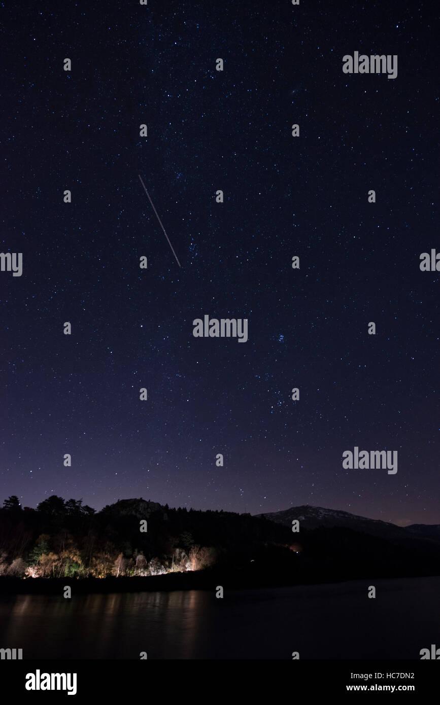 Stars in the night Sky above Llyn Padarn and Fachwen near Llanberis, Gwynedd. - Stock Image