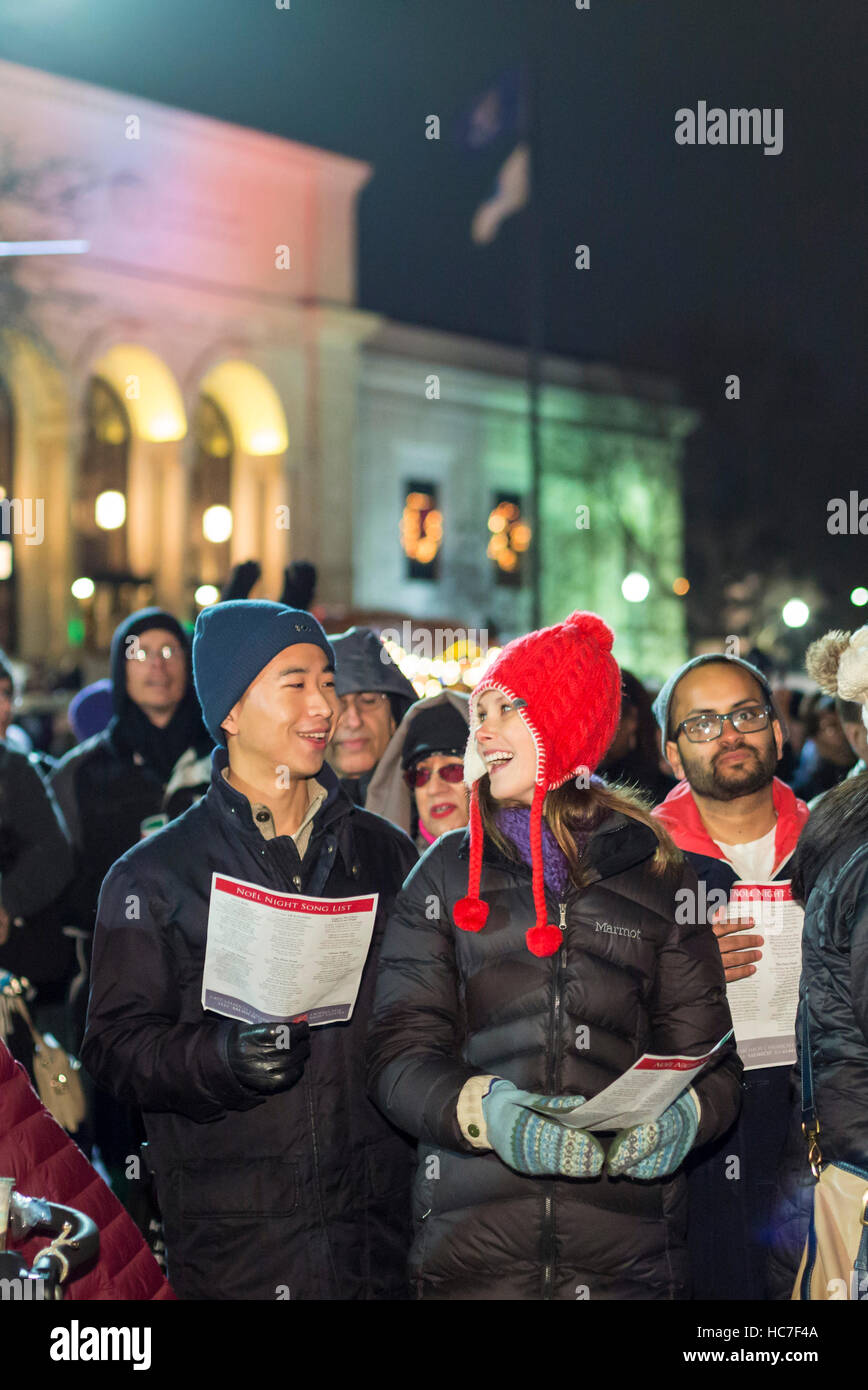 Detroit, Michigan - Crowds gather in front of the Detroit Institute of Arts to sing Christmas Carols at the annual - Stock Image