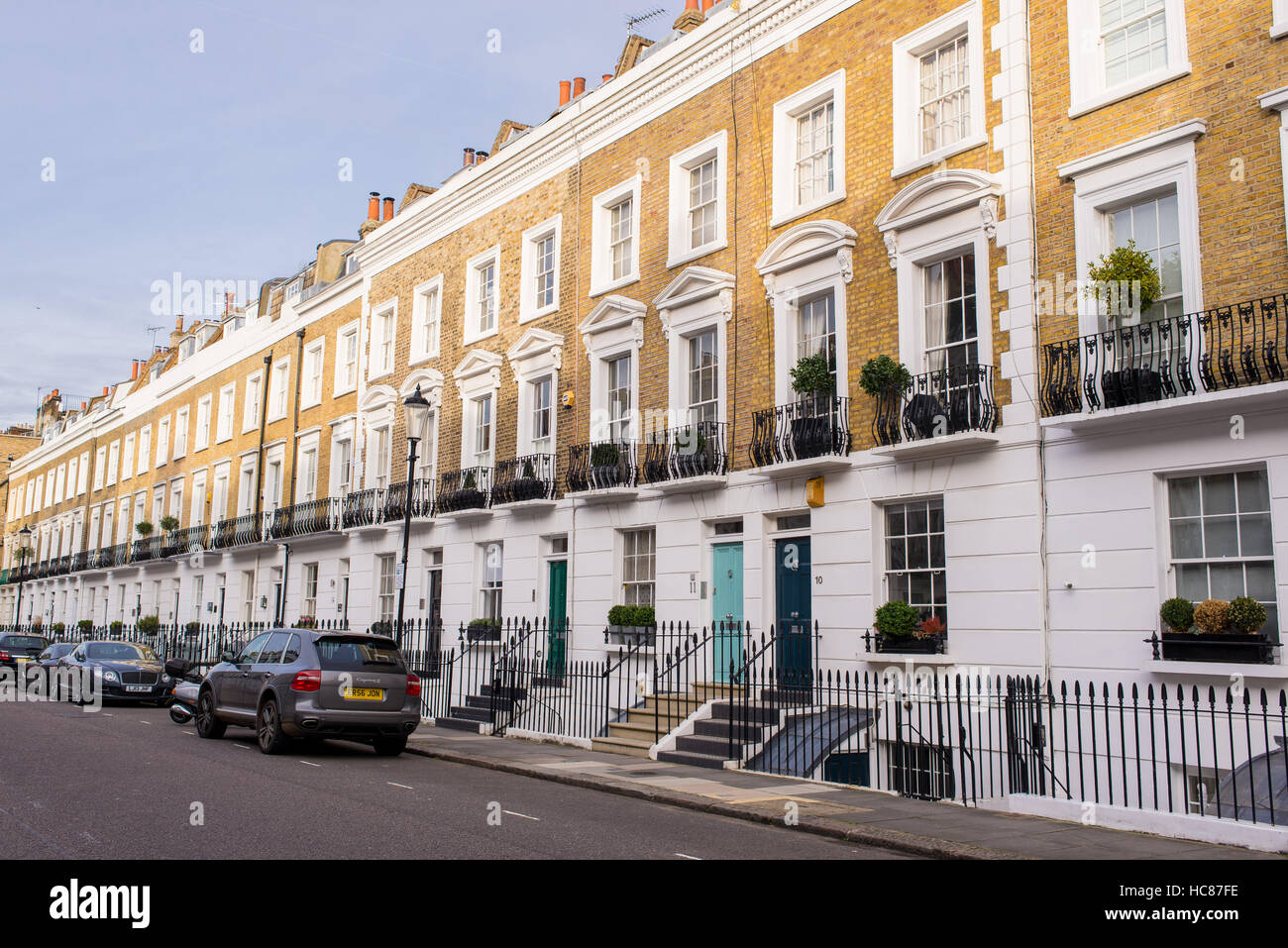 View Of An Elegant Street In The Residential Area Of Chelsea London Stock Photo Alamy