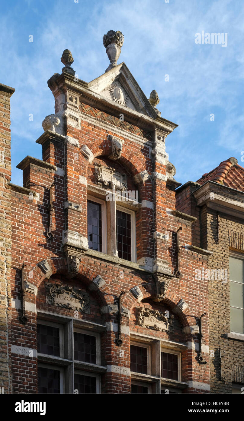 Steen Street, Bruges. Elaborate stepped gable facade, in brick with stone dressings. Dated 1658. - Stock Image