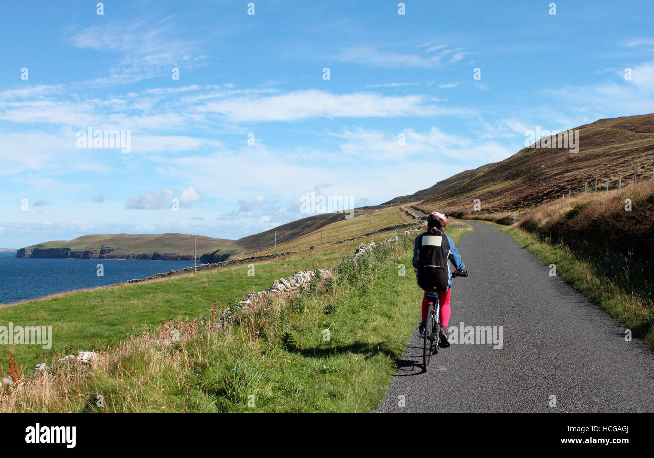 Female cyclist on Orkney Islands - Stock Image