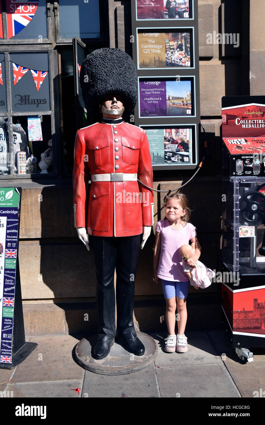 Child standing next to a statue of  British soldier - Stock Image