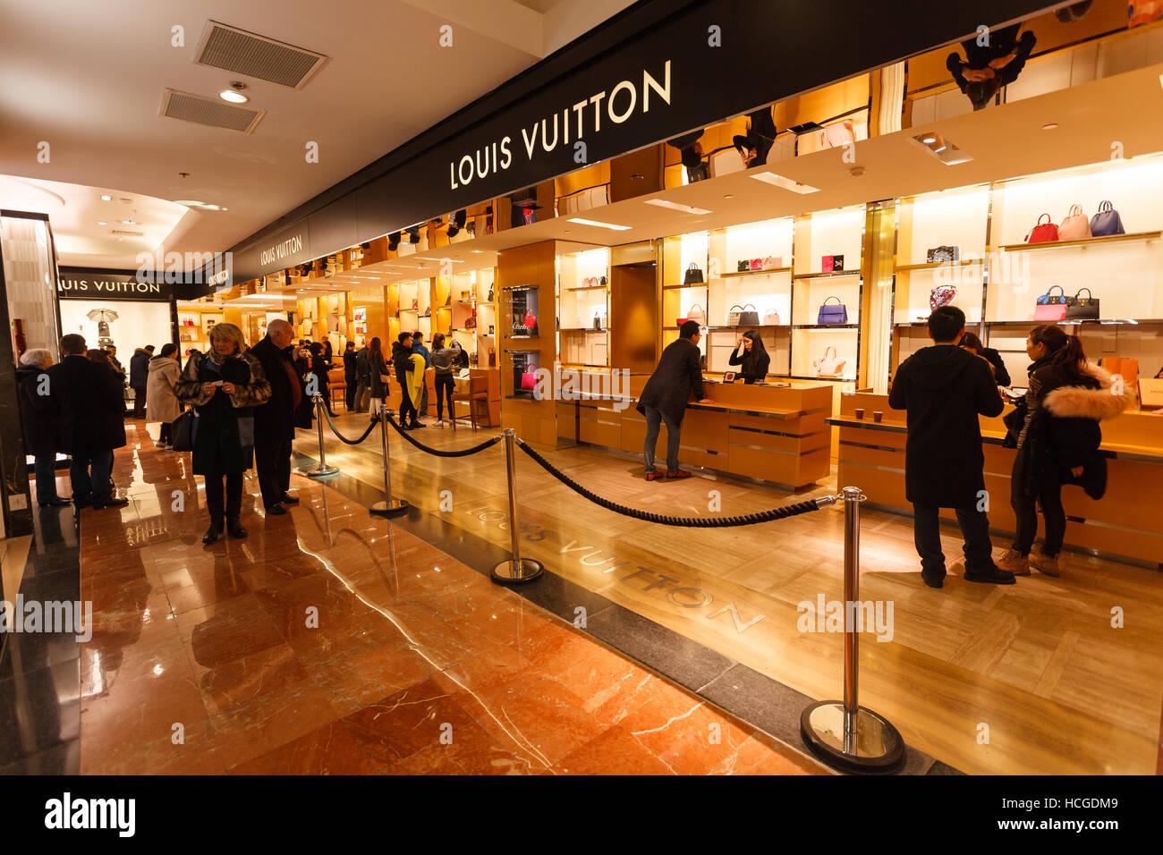 dcd79b8b4e5 Louis Vuitton in Galeries Lafayette