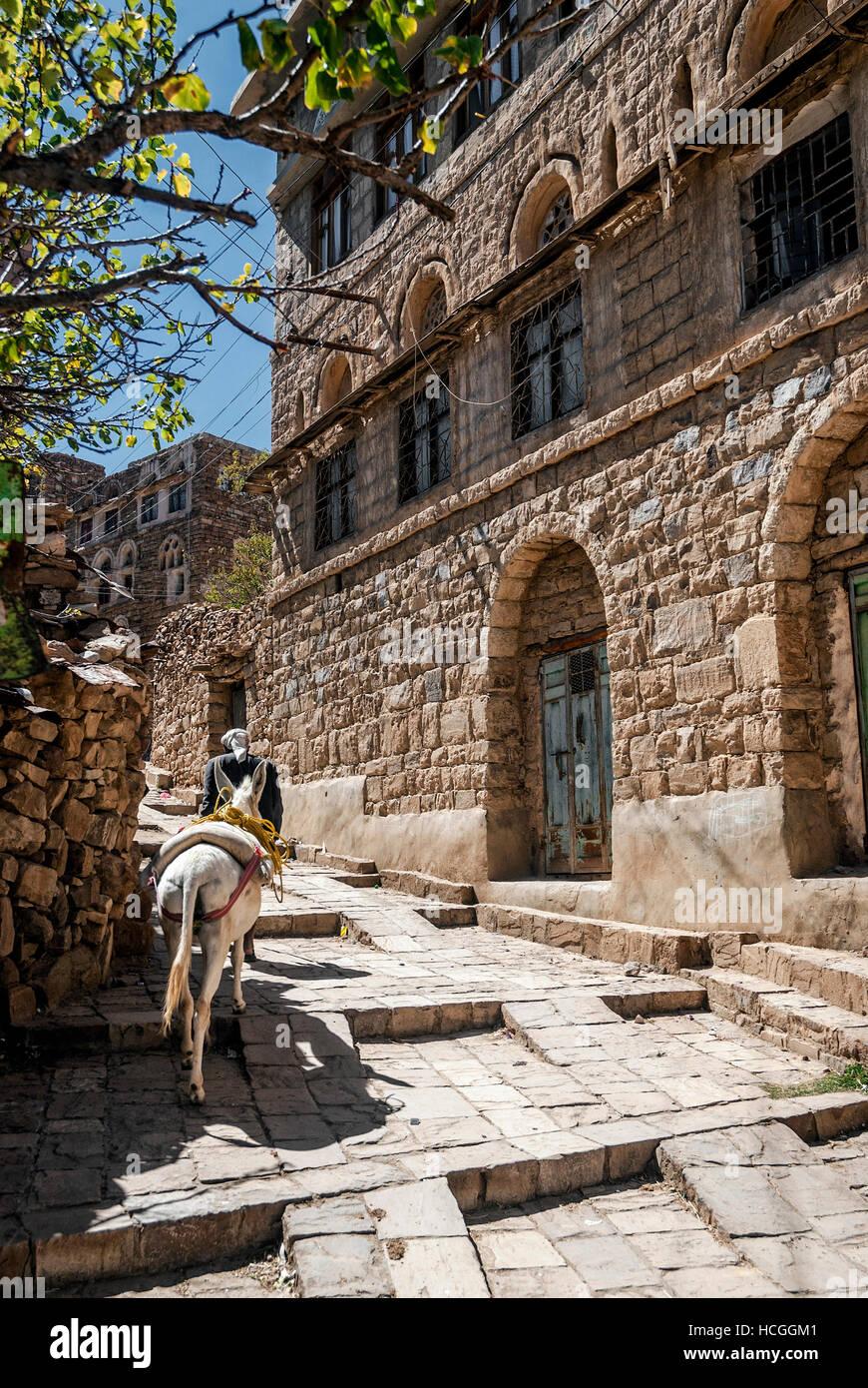 street in traditional old yemeni heritage shibam village near sanaa yemen - Stock Image