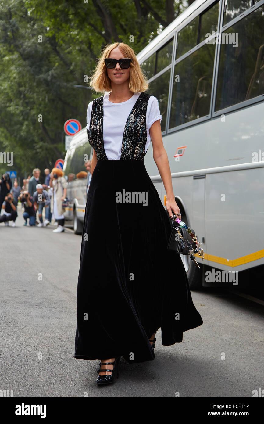 Candela Novembre before Giorgio Armani fashion show, Milan Fashion Week street style on September 23, 2016 in Milan. - Stock Image