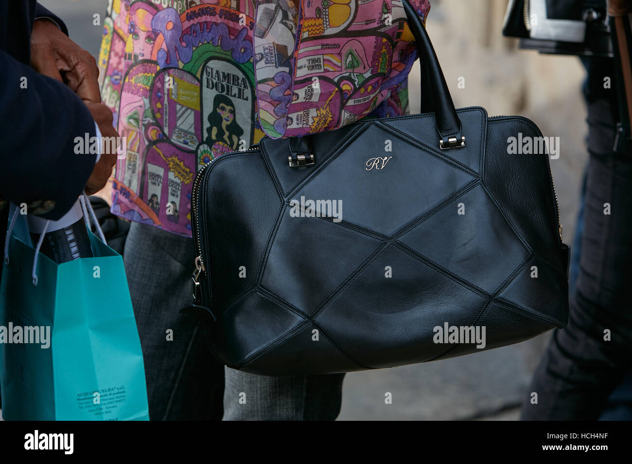 4ce9ca352b Woman with black Roger Vivier leather bag before Giamba fashion show