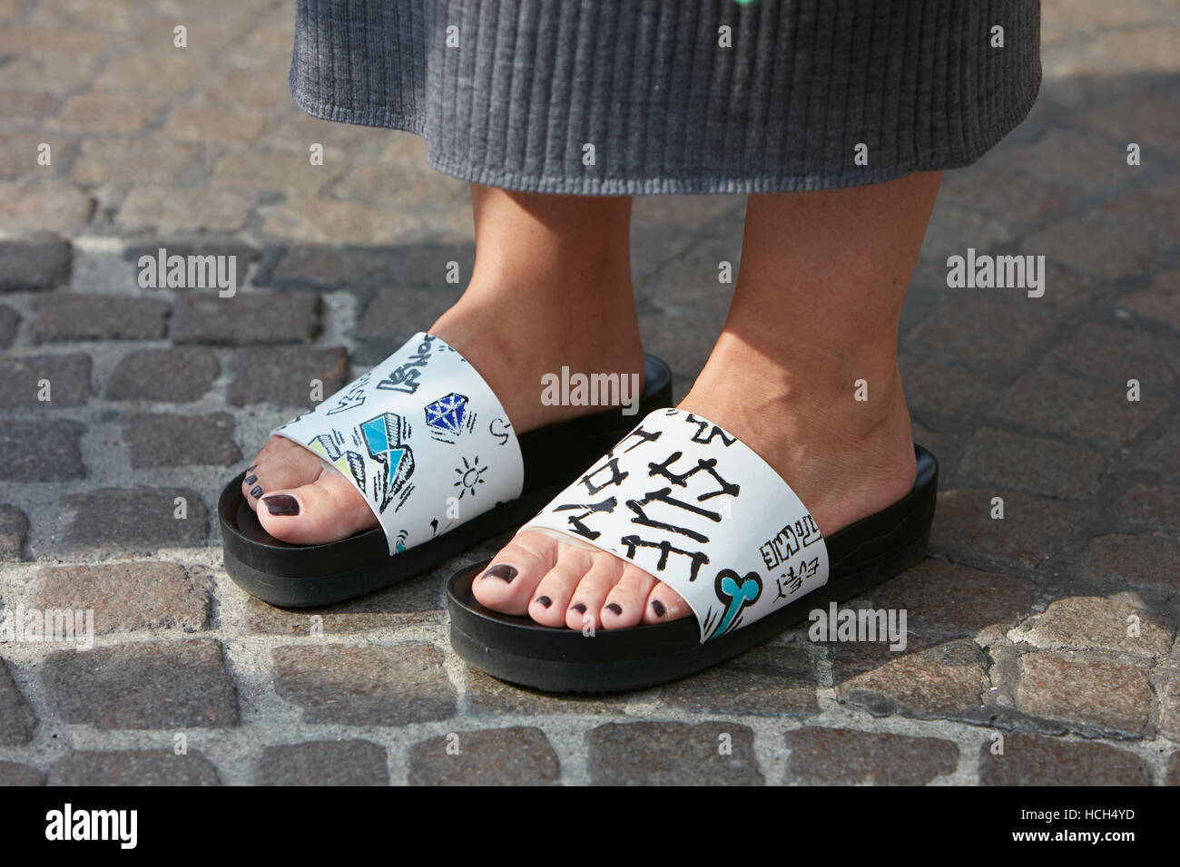 Woman with open sleepers before Giamba fashion show, Milan Fashion Week street style on September 23, 2016 in Milan. - Stock Image