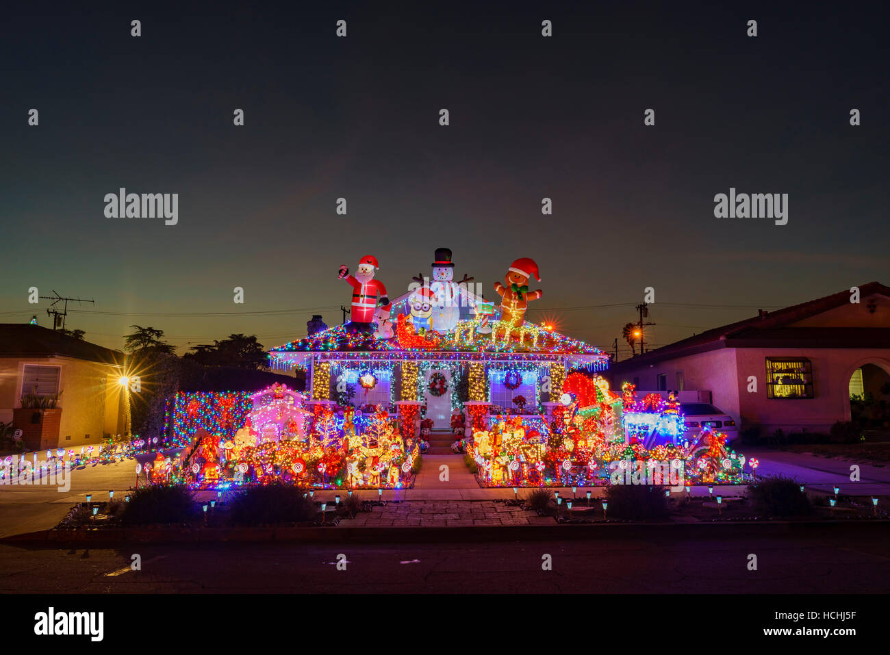 houses decorated for christmas in los angeles www. Black Bedroom Furniture Sets. Home Design Ideas