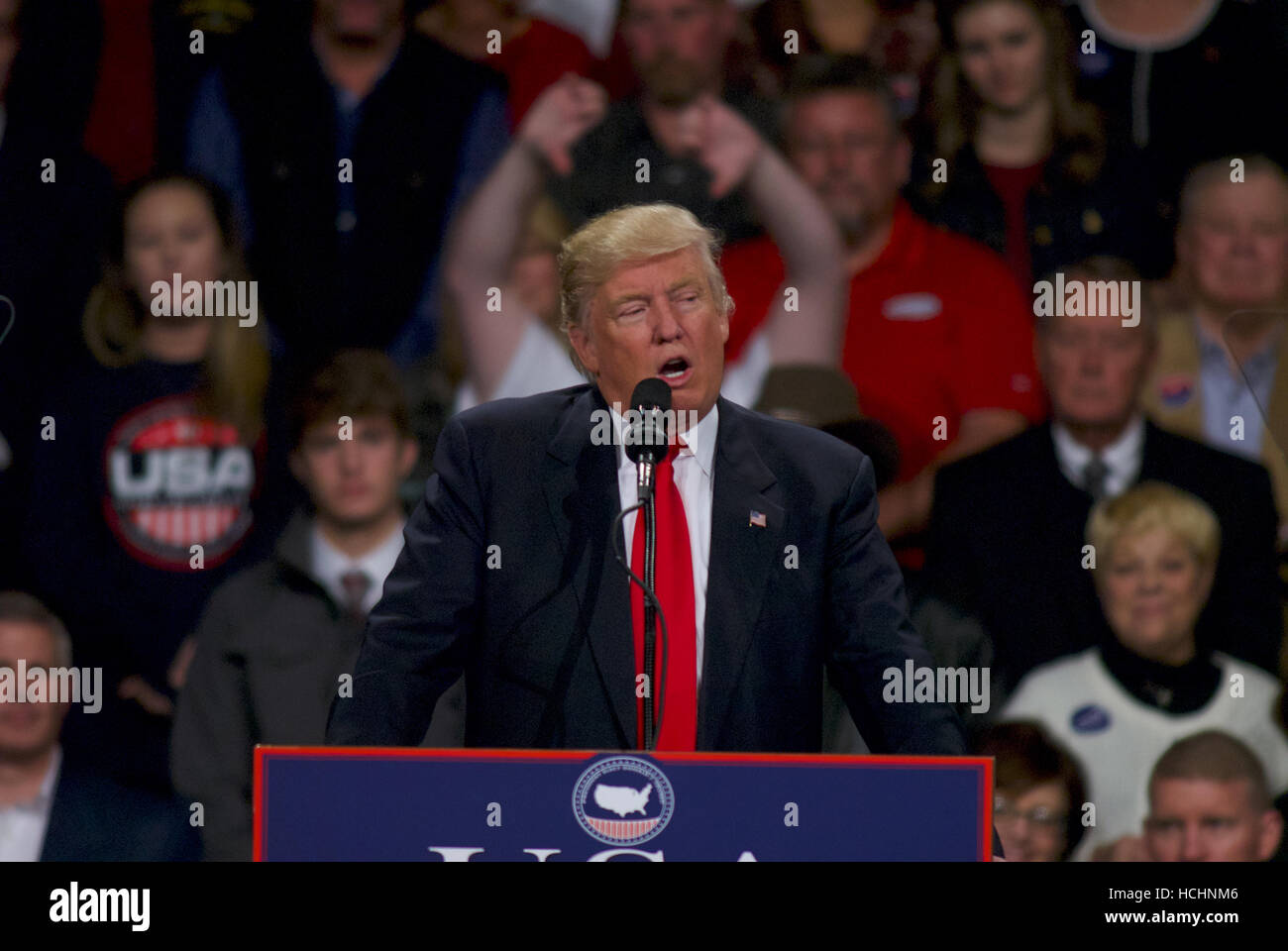 Des Moines, Iowa, USA, 8th December, 2016 President elect Donald Trump addresses a crowd of supporters n the HyVee - Stock Image