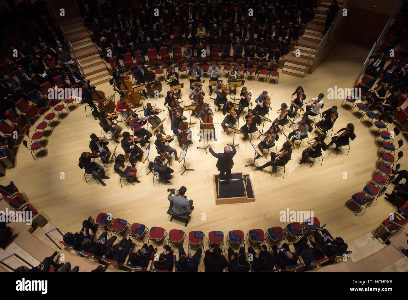 Berlin, Germany. 8th Dec, 2016. Daniel Barenboim conducts the West-Eastern Divan Orchestra in the Pierre Boulez - Stock Image
