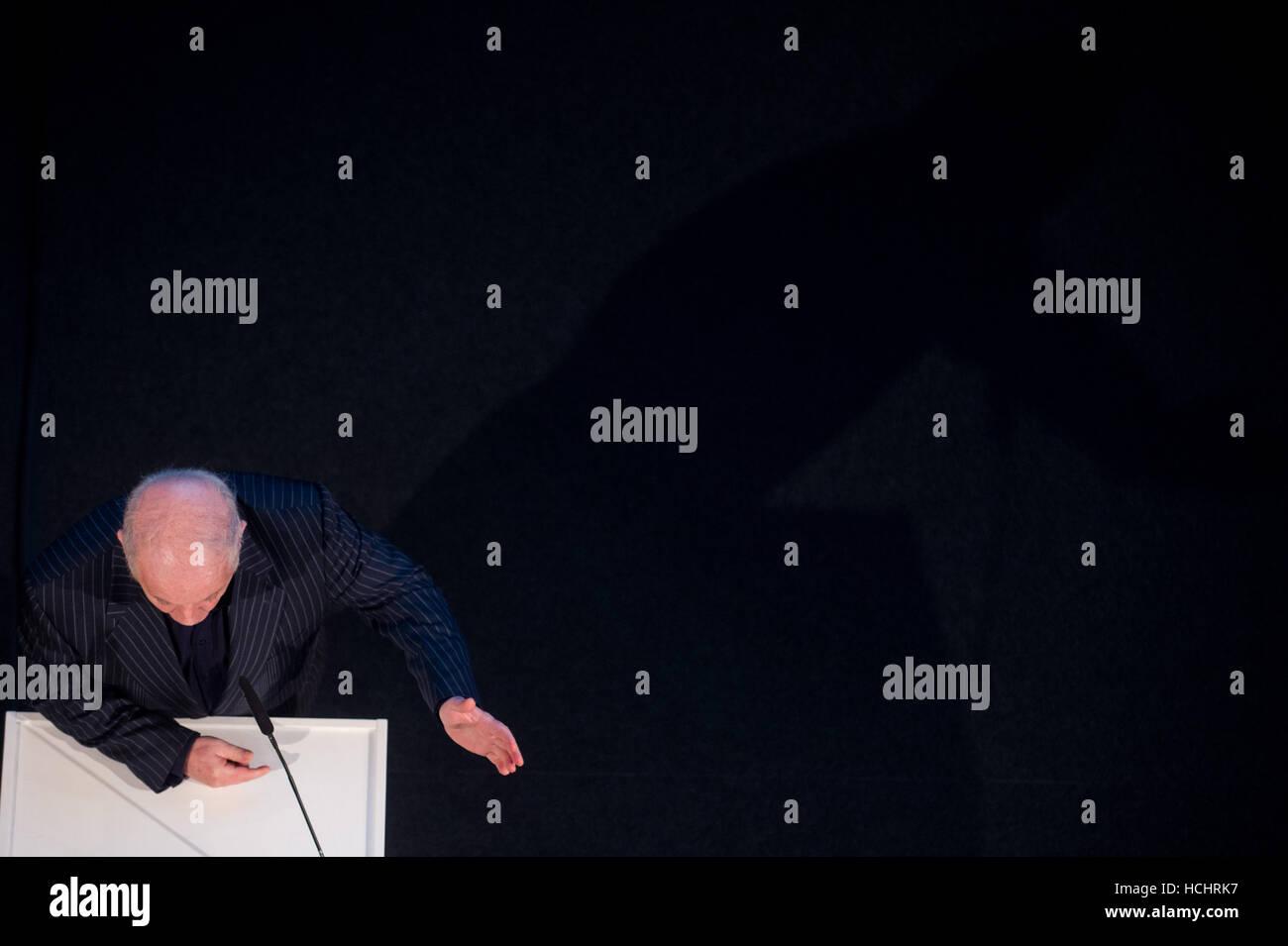 Berlin, Germany. 8th Dec, 2016. Conductor Daniel Barenboim speaks during the opening of the Barenboim-Said-Akademie - Stock Image