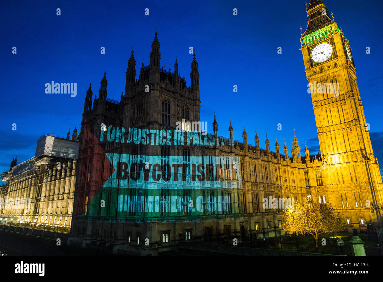 London, UK. 9th December, 2016. A projection onto the House of Commons by pro-Palestinian activists attending a - Stock Image