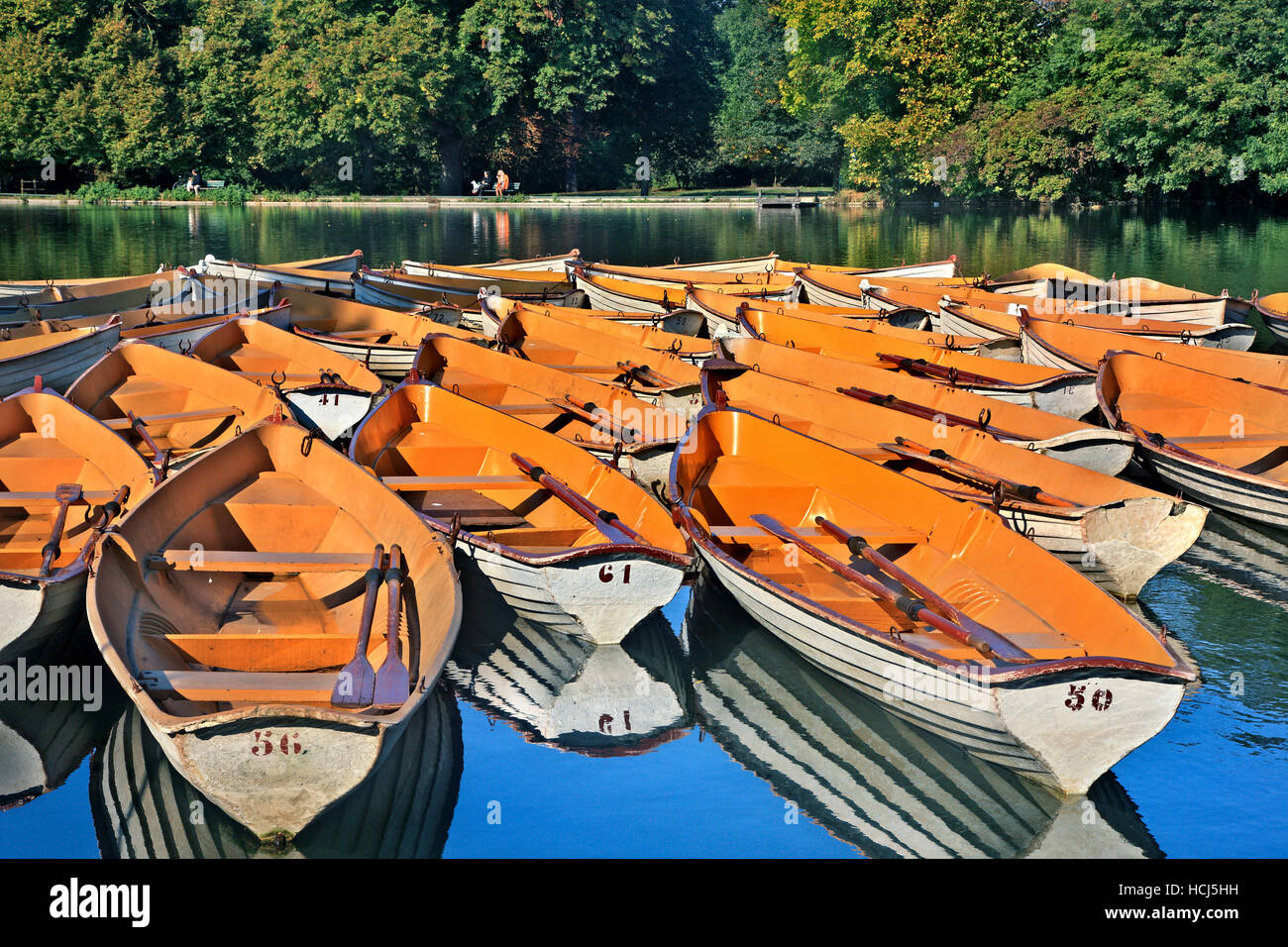 Boats for hire in the Forest of Boulogne (Bois de Boulogne), Paris, France. - Stock Image