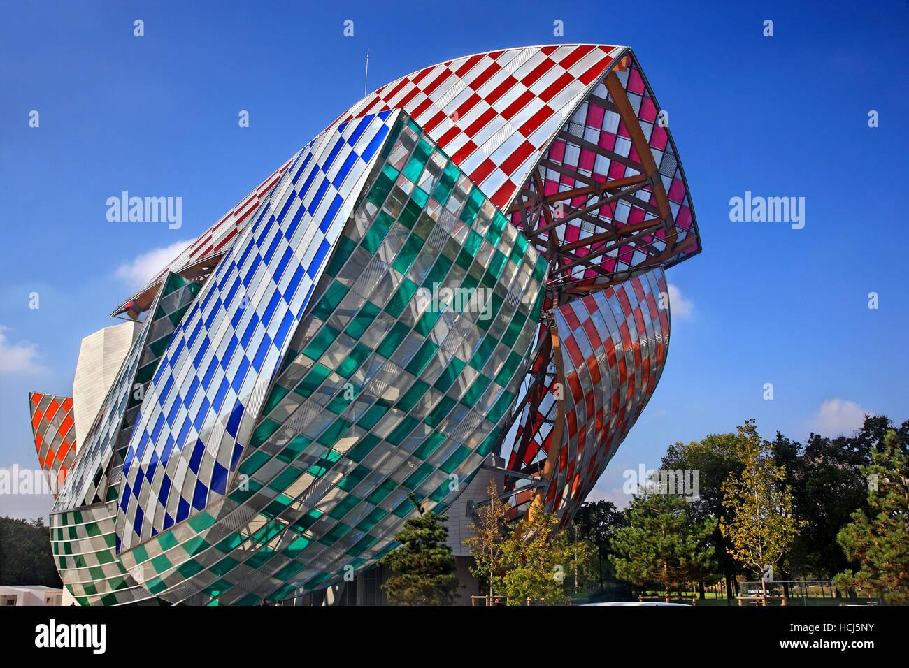 The Louis Vuitton Foundation (architect Frank Gehry) in the Boulonge forest (Bois de Boulogne), Paris, France - Stock Image
