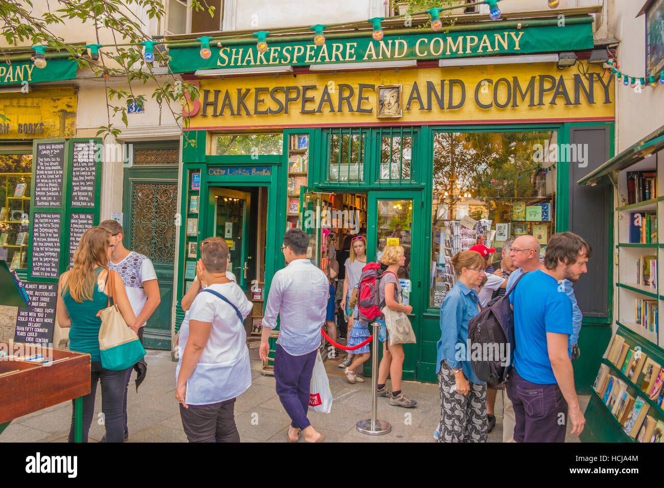 shakespeare and company bookstore, outside view - Stock Image