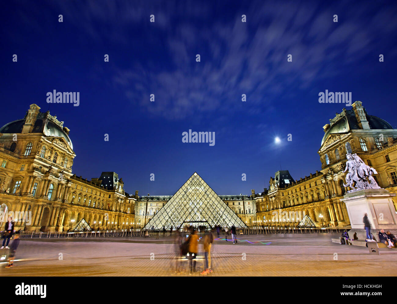 The Louvre Museum (Musée du Louvre) and its glass pyramid (architect: I.M. Pei), Paris, France. - Stock Image
