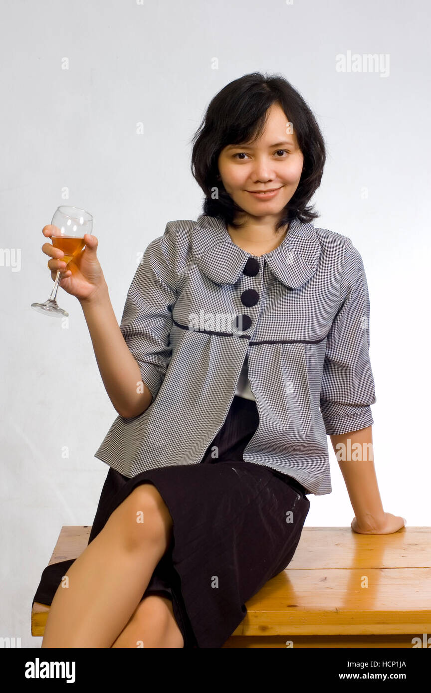 Picture asian woman wine — img 4