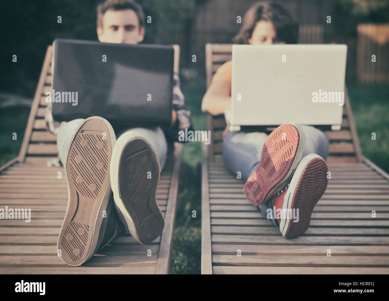 Couple working on laptop - Stock Image