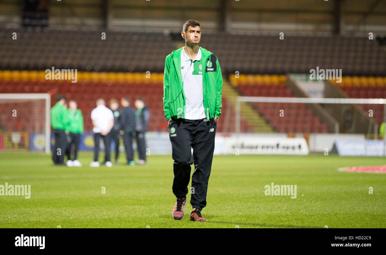 Celtic's Nir Bitton walk the pitch prior to kick off of the Ladbrokes Scottish Premiership match at Firhill - Stock Image
