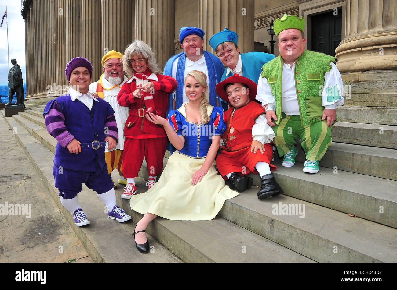 Will It Snow For Christmas Cast.The Cast Of The Liverpool Empire Christmas Panto Snow White