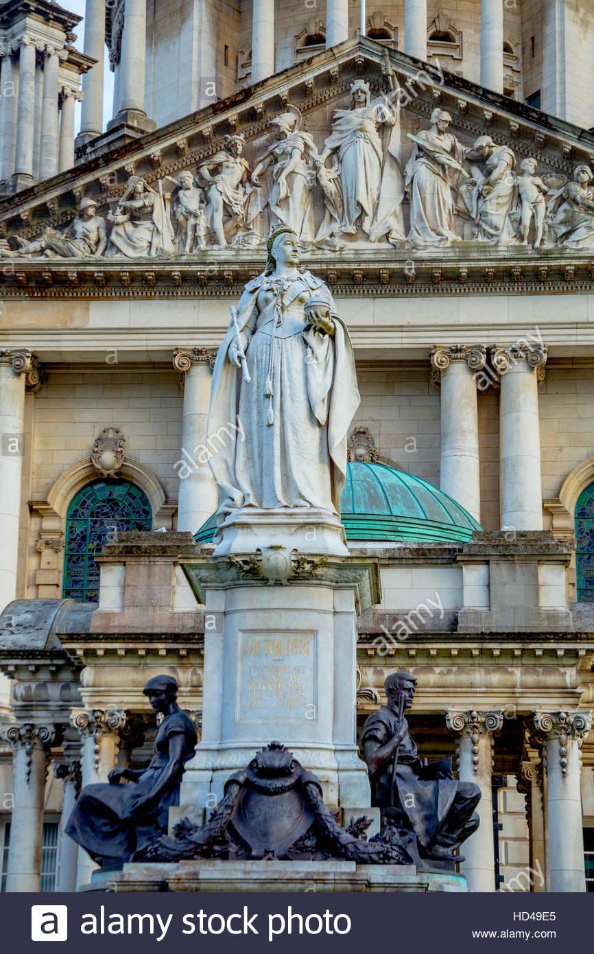 Queen Victoria statue in front of Belfast City Hall - Stock Image