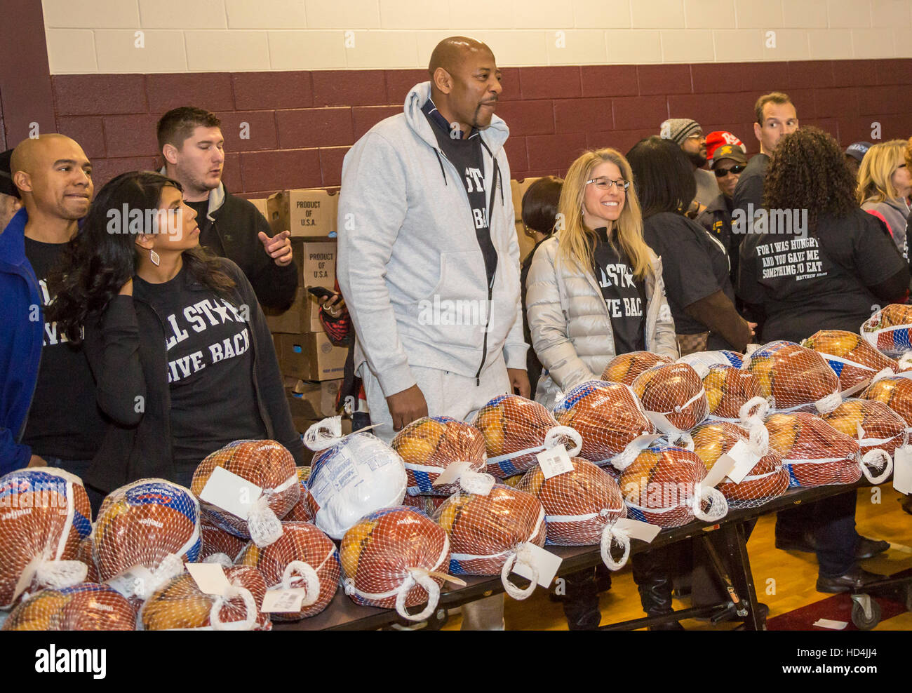 River Rouge, Michigan - Amateur and professional athletes join in the annual All-Star Giveback free turkey distribution. - Stock Image