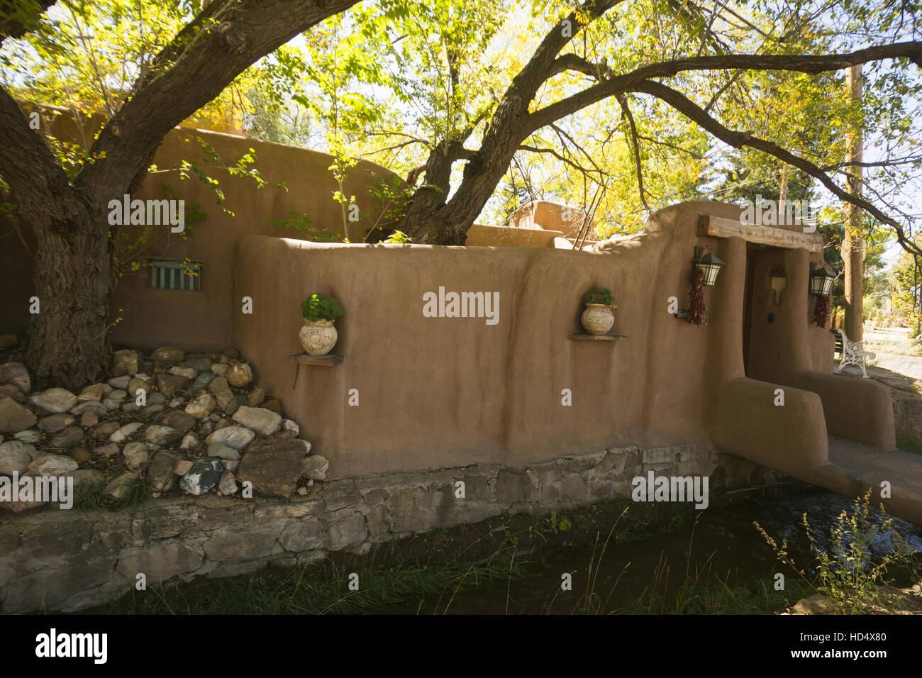 New Mexico, Santa Fe, Adobe home - Stock Image