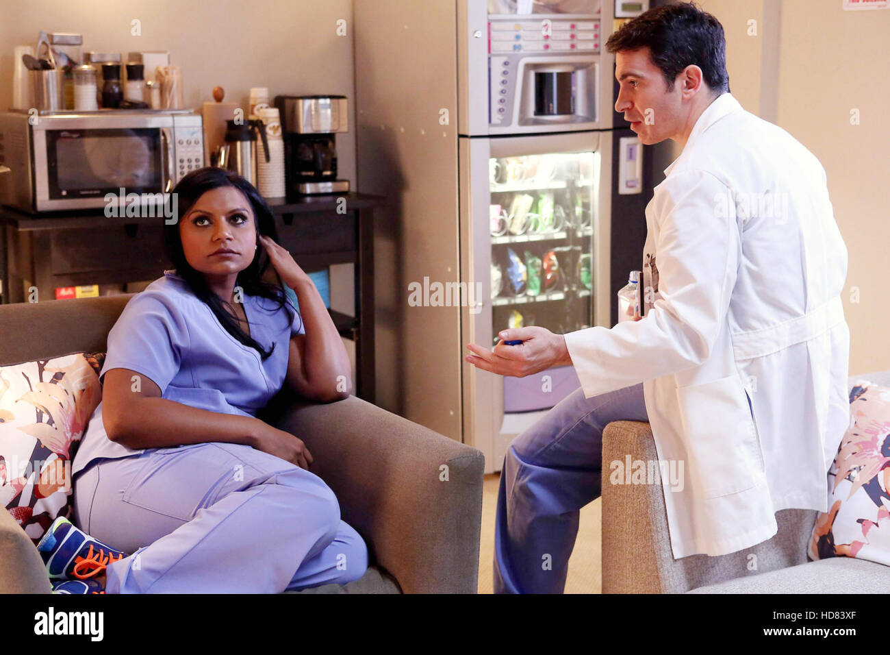 The Mindy Project L R Mindy Kaling Chris Messina In An Officer Stock Photo Alamy