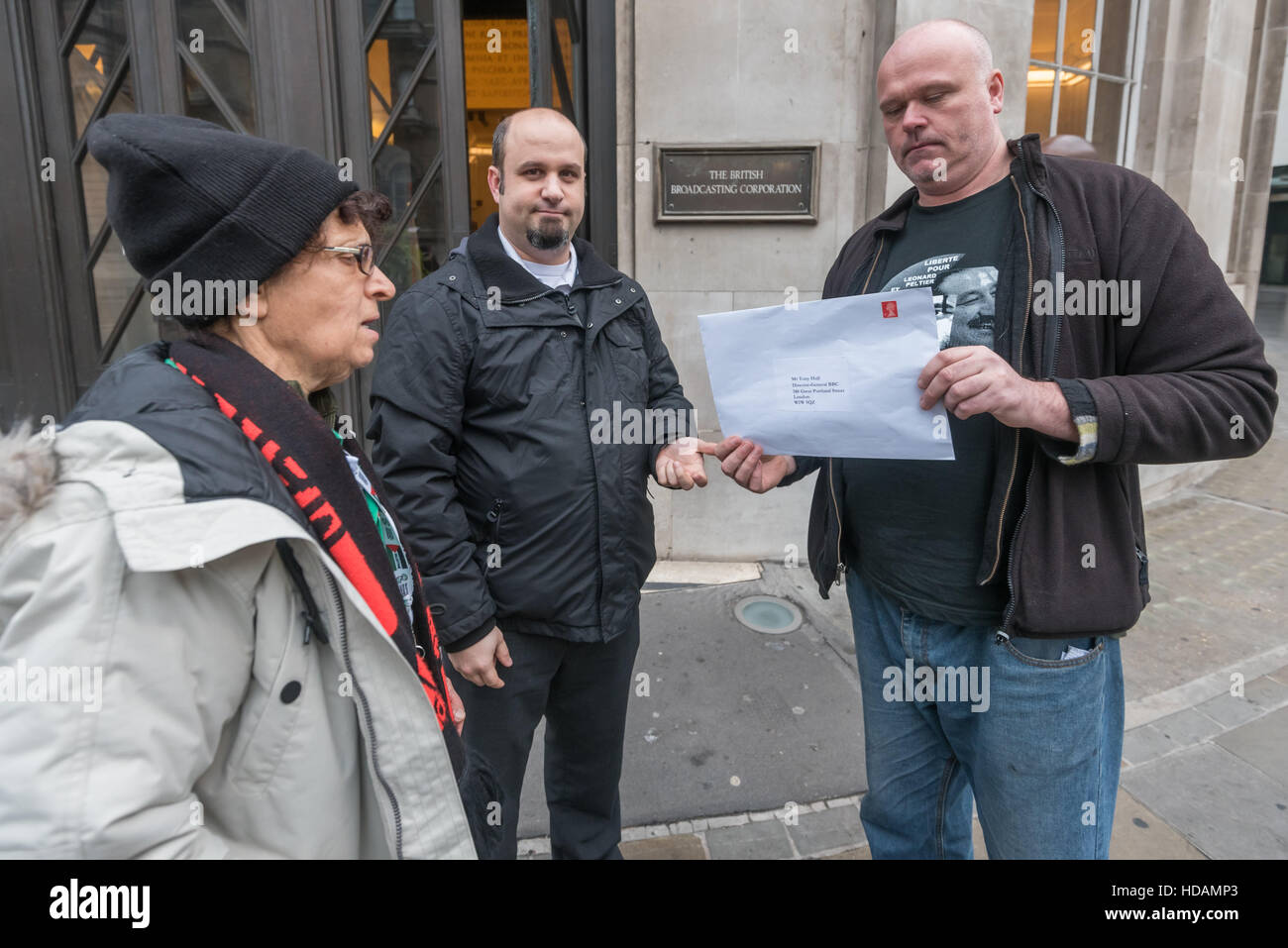 London, UK. 10th December 2016. The protesters hand in a letter to the Director General of  the BBC on UN Human - Stock Image