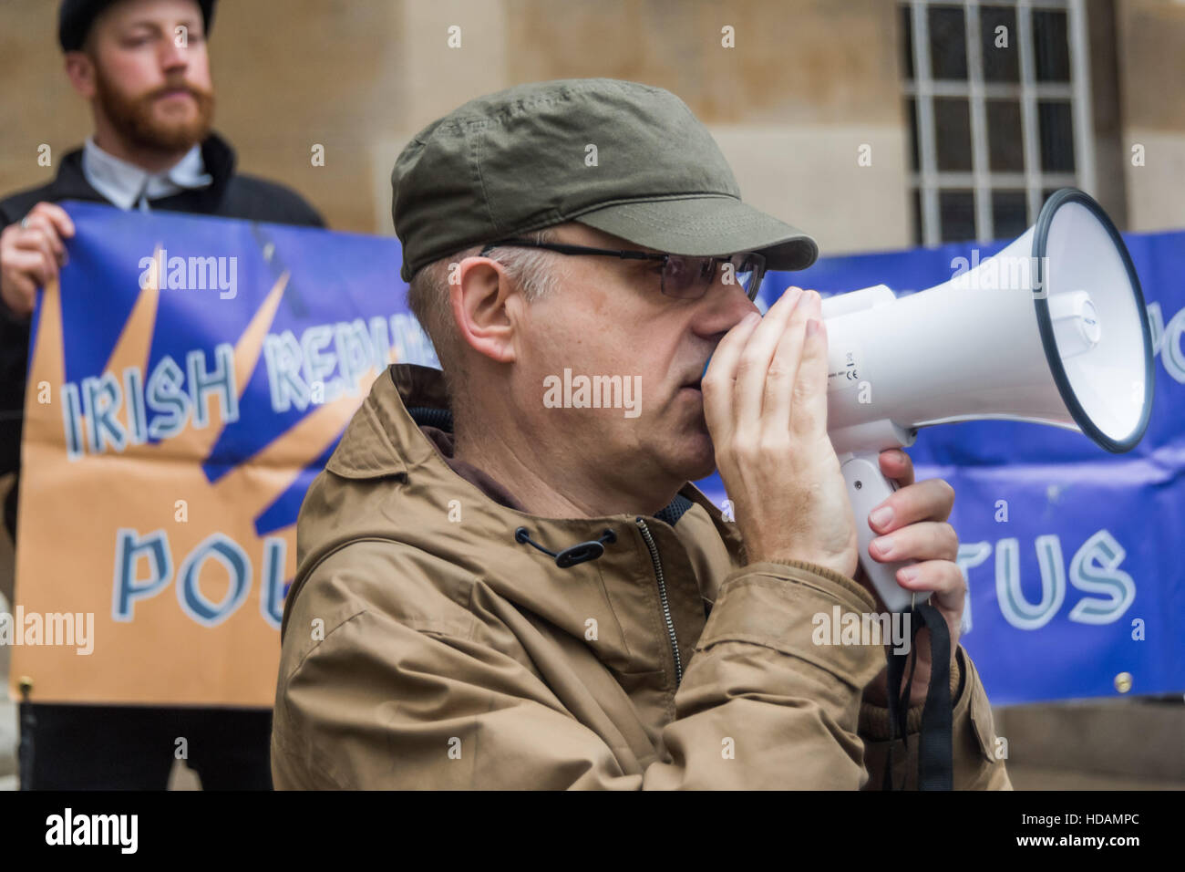 London, UK. 10th December 2016. A man speaks at the protest outside the BBC on UN Human Rights Day and highlights - Stock Image