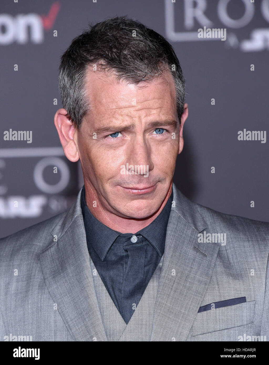 Hollywood, California, USA. 11th Dec, 2016. Ben Mendelsohn arrives for the premiere of the film 'Rogue One: - Stock Image