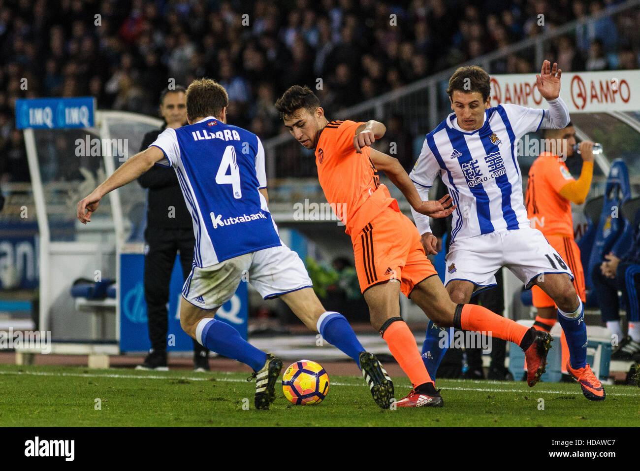 San Sebastian, Gipuzcoa, Spain. 10th December, 2016. Valencia forward Munir uner presure during the Liga Santander - Stock Image