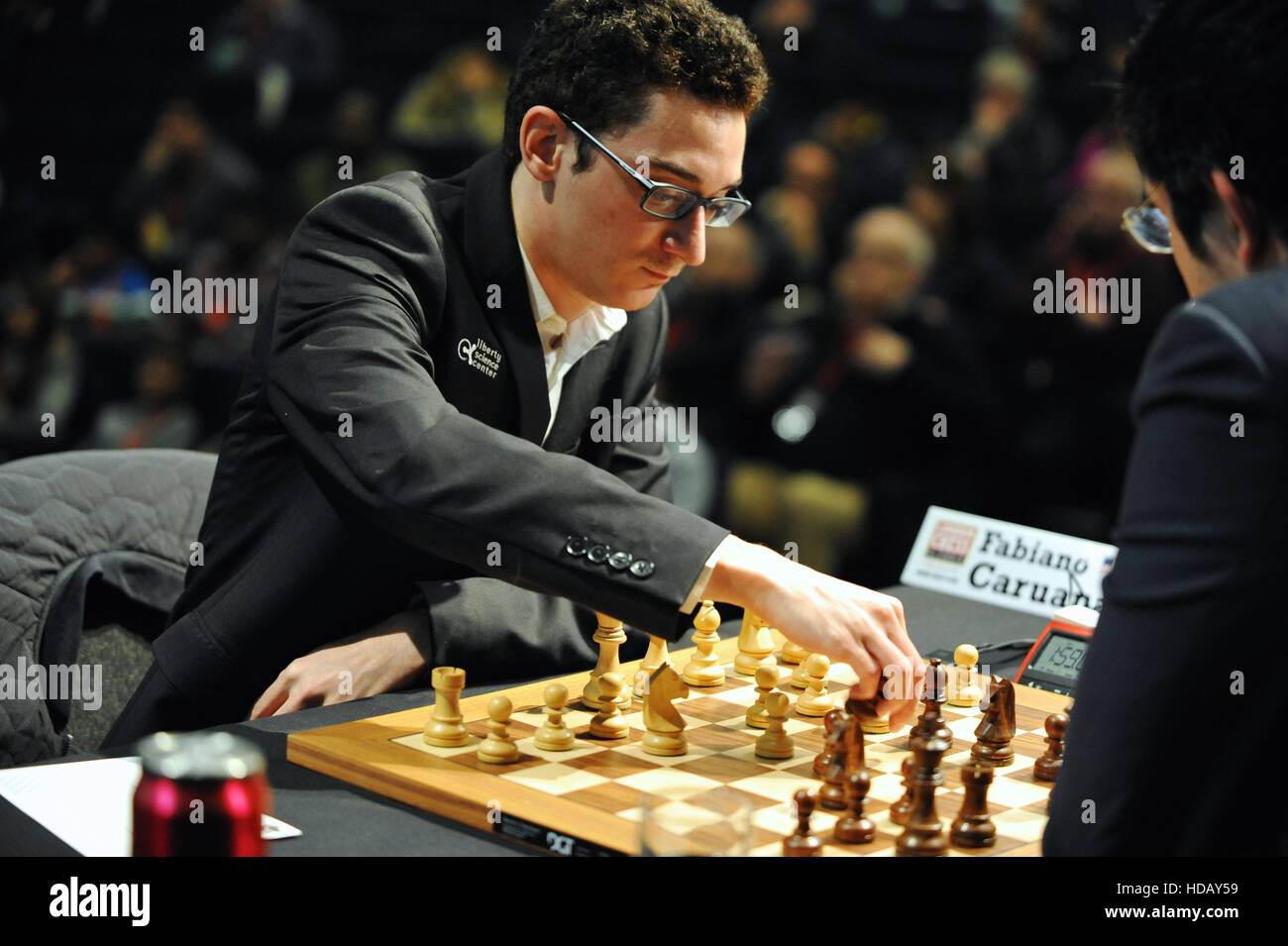 London, UK. 11th Dec, 2016. Fabiano Caruana (USA) taking a piece from Vladimir Kramnik (RUS) during the opening - Stock Image