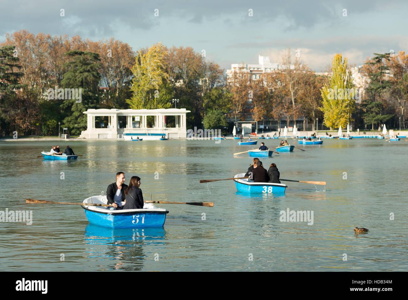 Boating on the lake in Retiro park in Madrid, Spain. - Stock Image