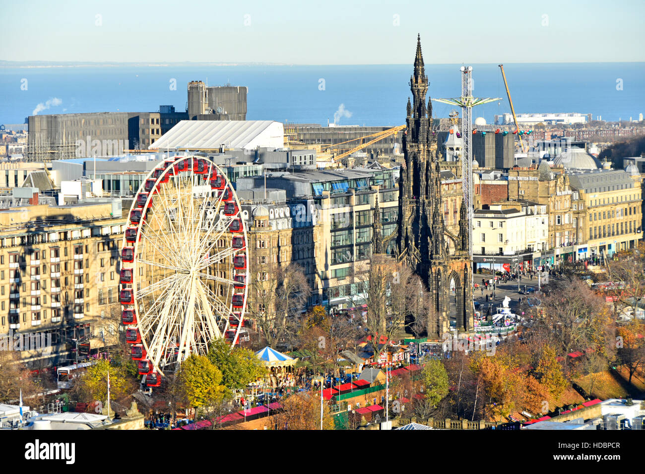 Scotland uk Edinburgh European Christmas Market & Ferris fairground ride East Princes Street gardens Scott Monument - Stock Image
