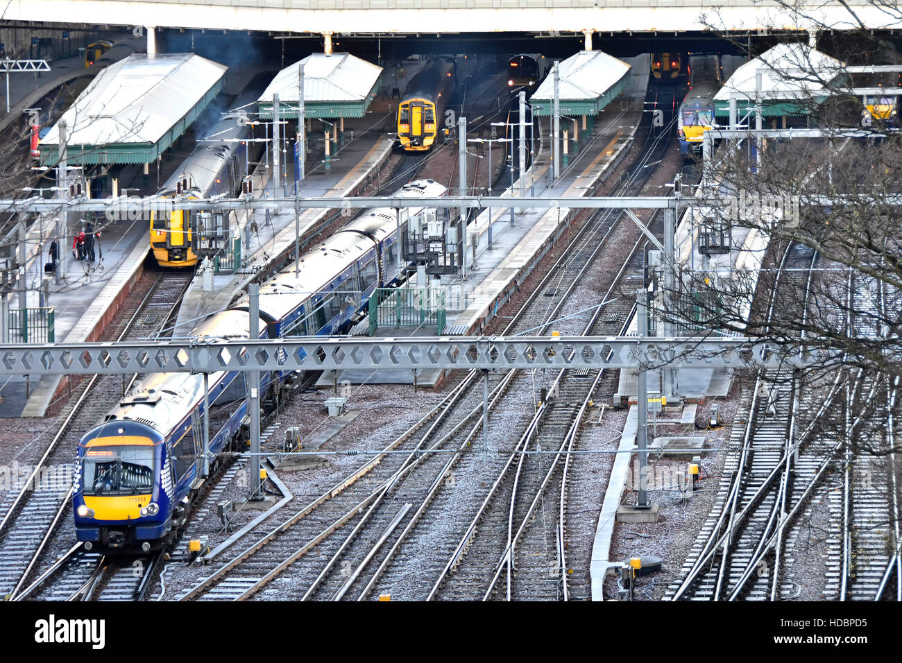 Town Centre Edinburgh Waverley railway station Scotland uk managed by Network Rai) platforms tracks trains on a - Stock Image