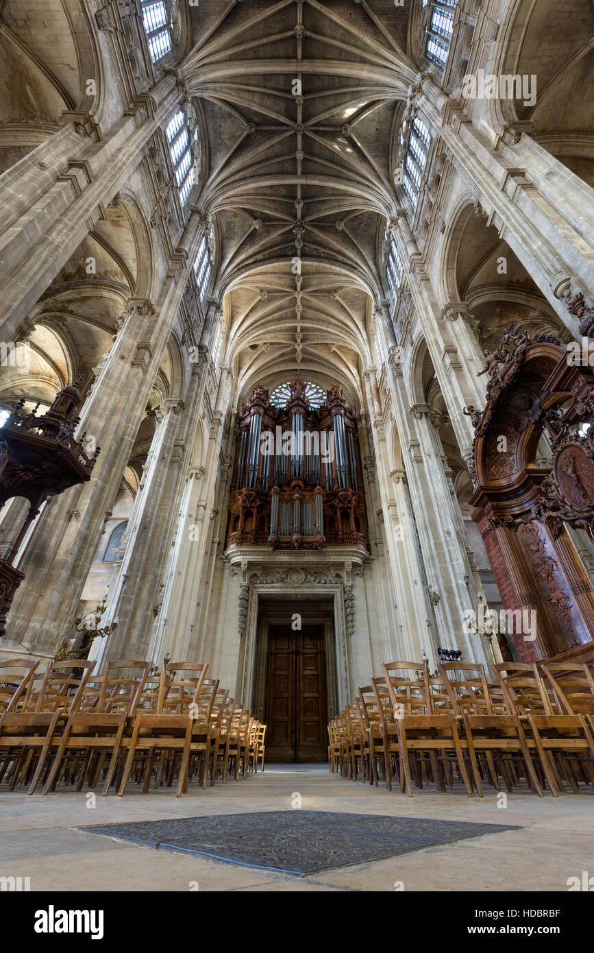 Interior and nave of Church of Saint Eustache with vaulted arches and pipe organ. Les Halles, Paris, France - Stock Image