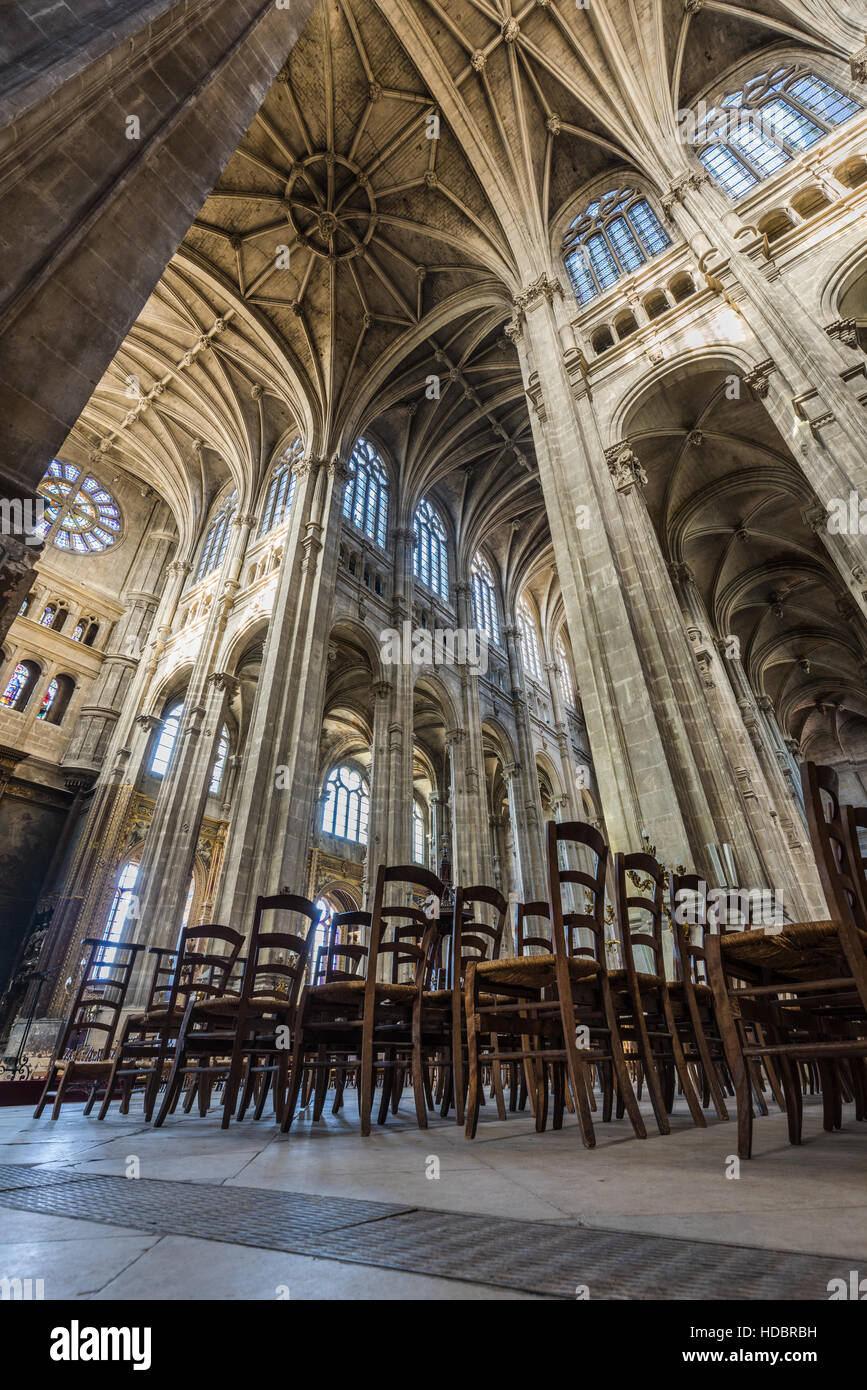 Nave and transept of Church of Saint Eustache interior with vaulted arches. Les Halles, Paris, France - Stock Image