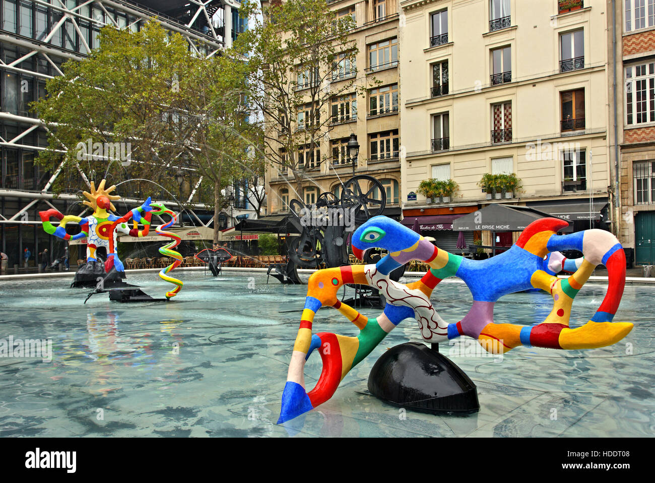Modern sculpture at the fountain of Place Igor Stravinsky, outside the Centre Pompidou, Paris France. - Stock Image