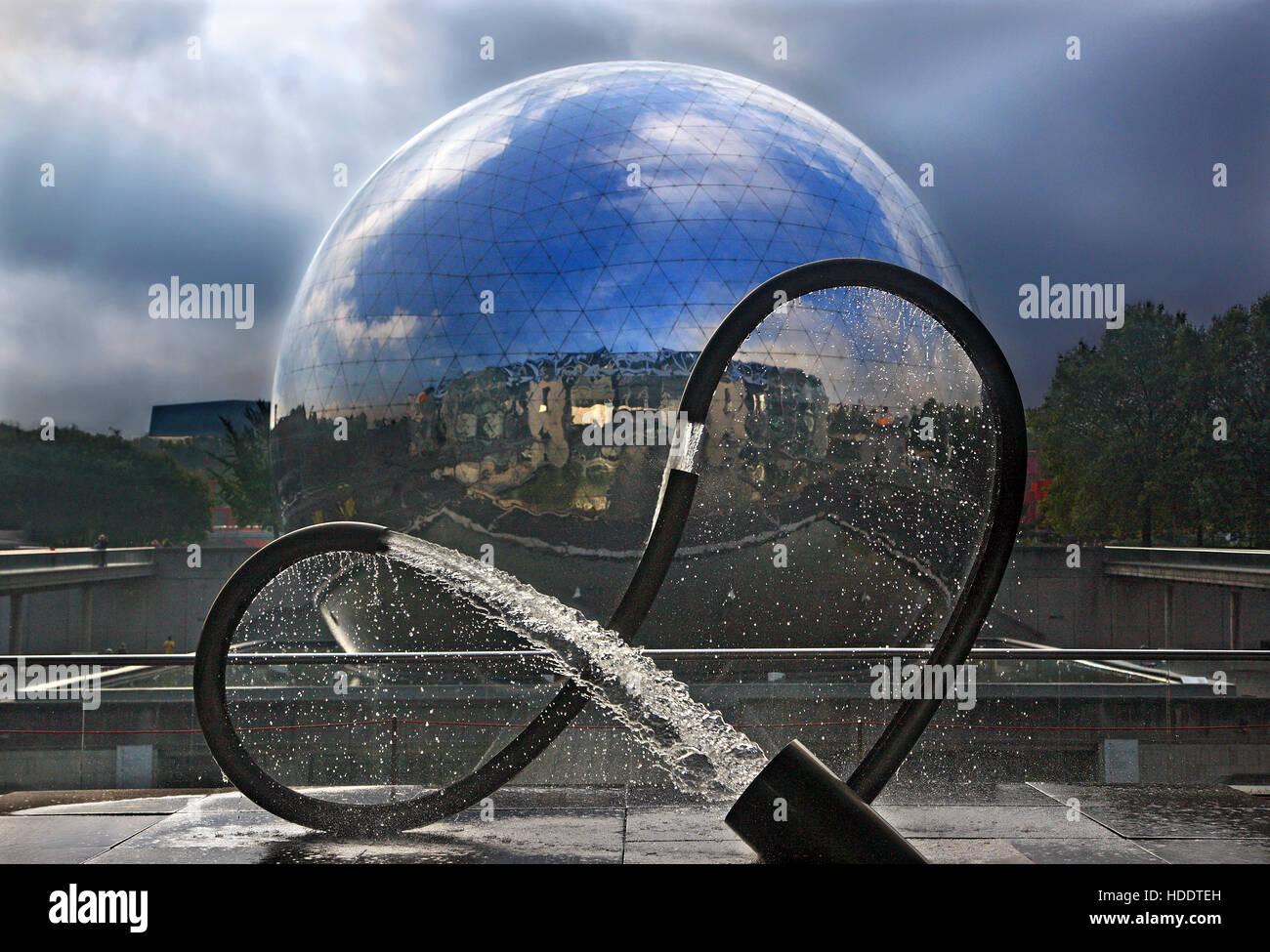 The globe of La Géode in Parc de la Villette at the 'Cité des Sciences et de l'Industrie', - Stock Image