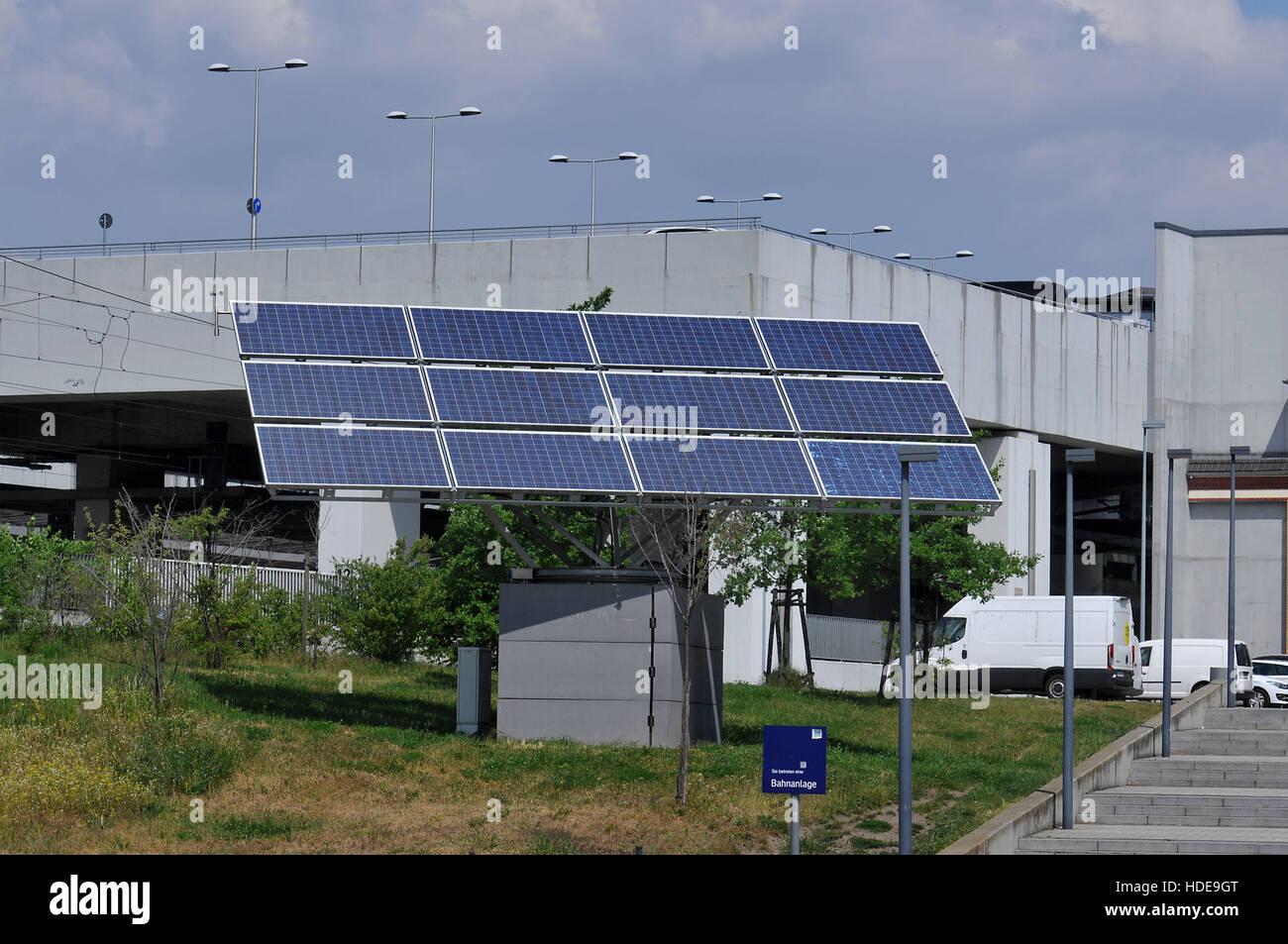 Solarpanel, Bahnhof Suedkreuz, Schoeneberg, Berlin, Deutschland - Stock Image
