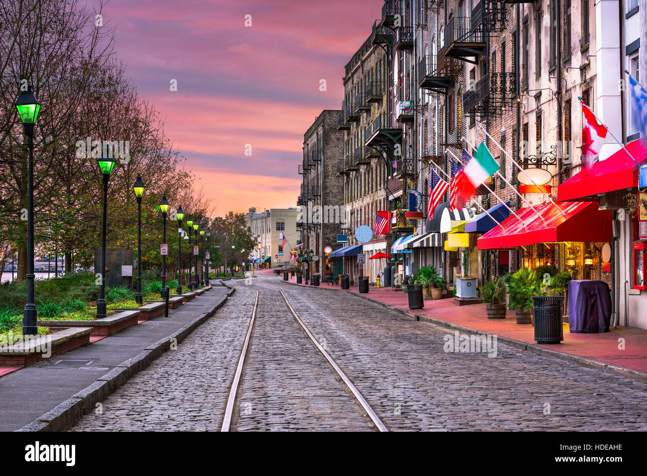 Savannah, Georgia, USA bars and restaurants on River Street. - Stock Image