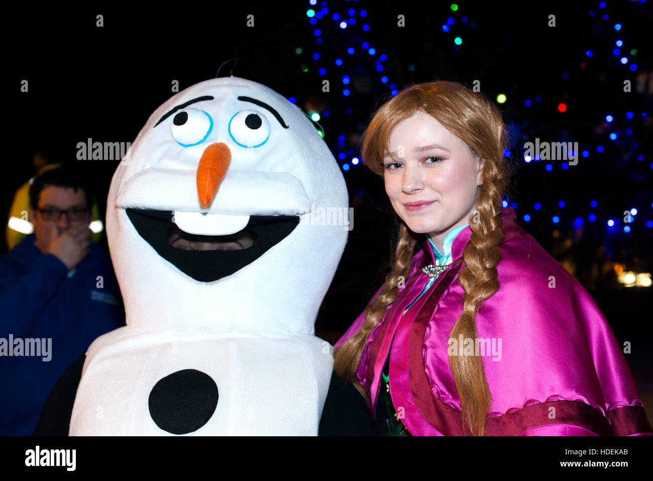 Caerphilly, Wales. November 25th 2016. Two individuals dressed up as Olaf and Anna from Frozen handing out sweets - Stock Image