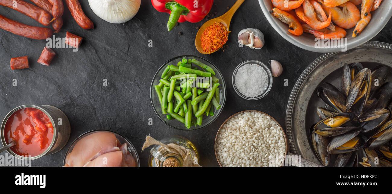 chicken fillet smoked sausage shrimp prawn seafood - Stock Image