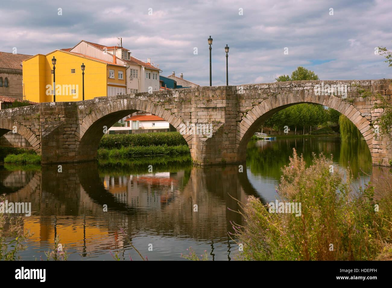 Cabe river and Ponte Vella, Monforte de Lemos, Lugo province, Region of Galicia, Spain, Europe - Stock Image