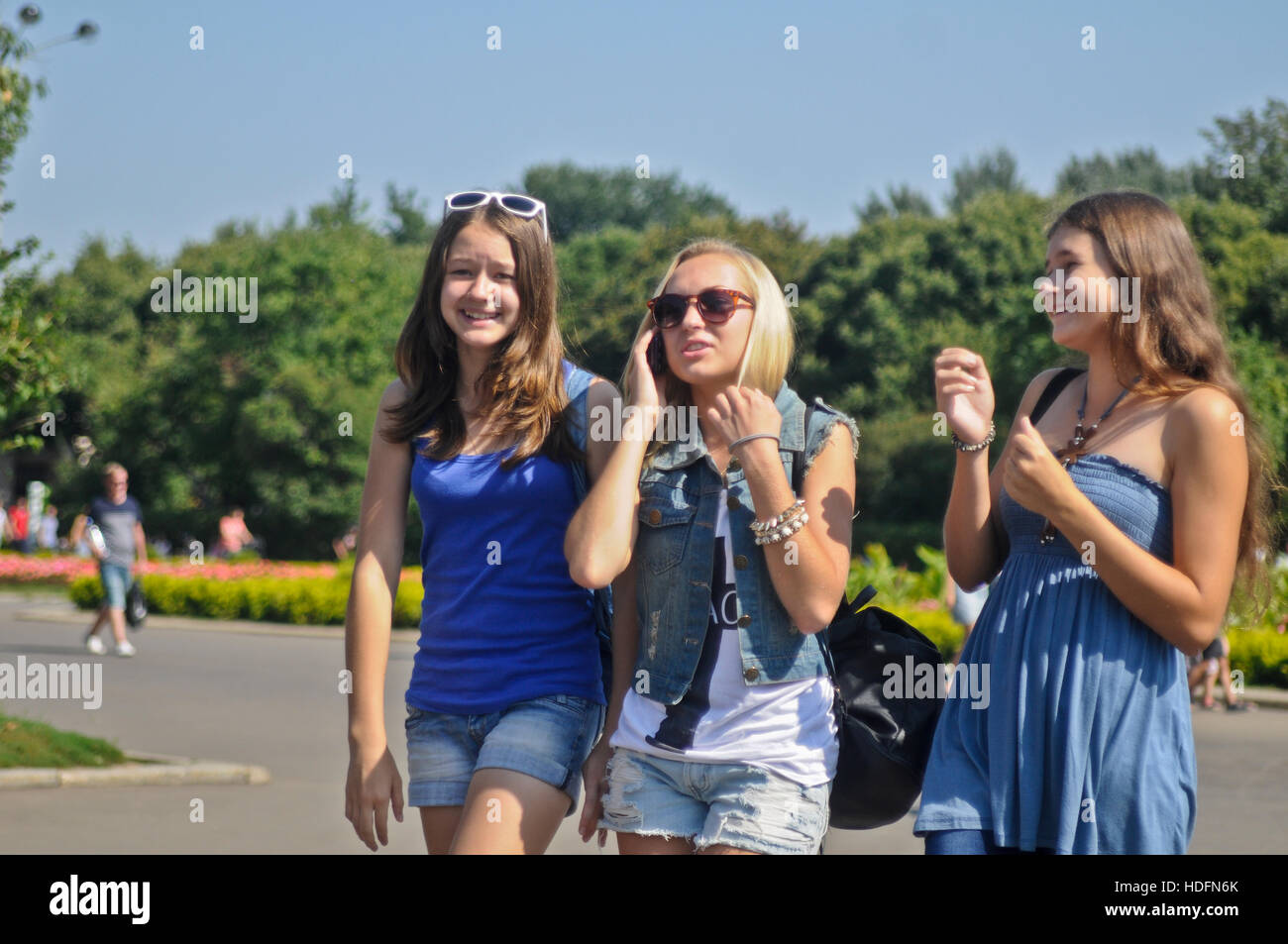 Russian teenagers having fun in Gorki Park, Moscow - Stock Image