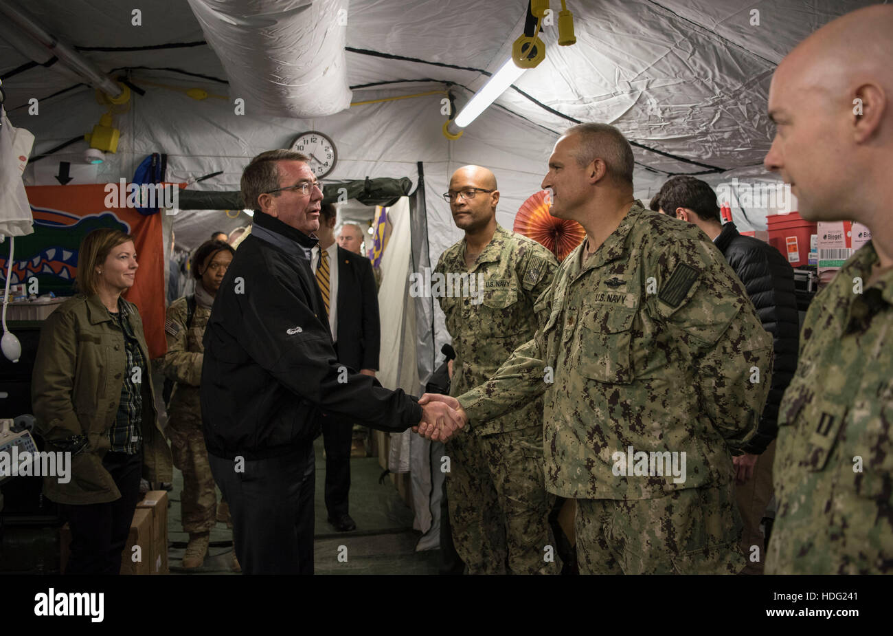 U.S Secretary of Defense Ashton Carter thanks U.S. service members at Qayyarah Airfield West December 11, 2016 near - Stock Image